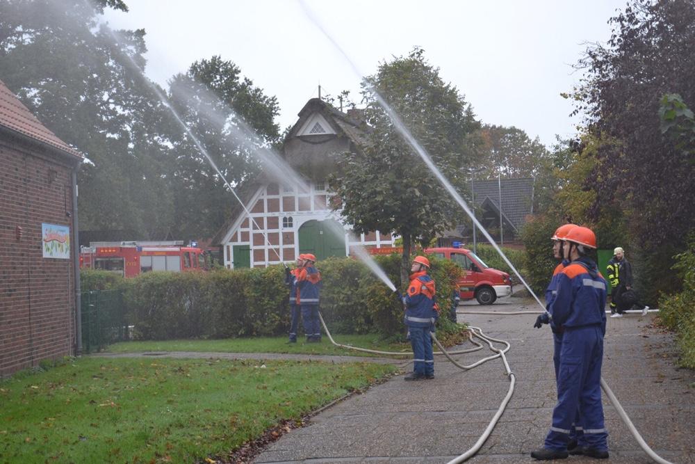 Stadtjugendfeuerwehr Bremervörde übt an ehemaliger Grundschule in Iselersheim